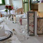 geschackvoll dekorierte Tische